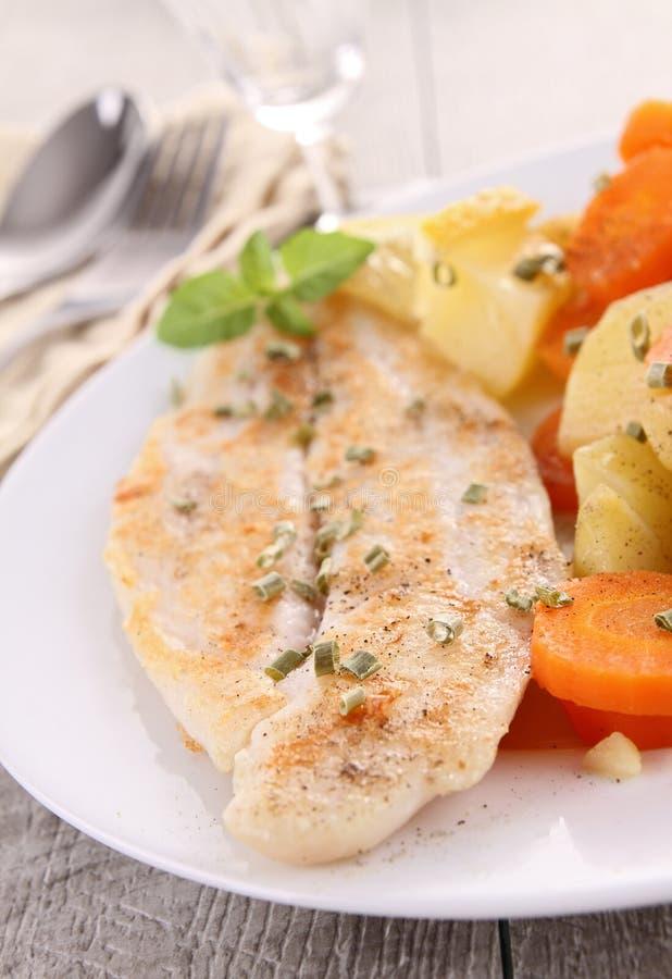овощ зажженный рыбами стоковое изображение