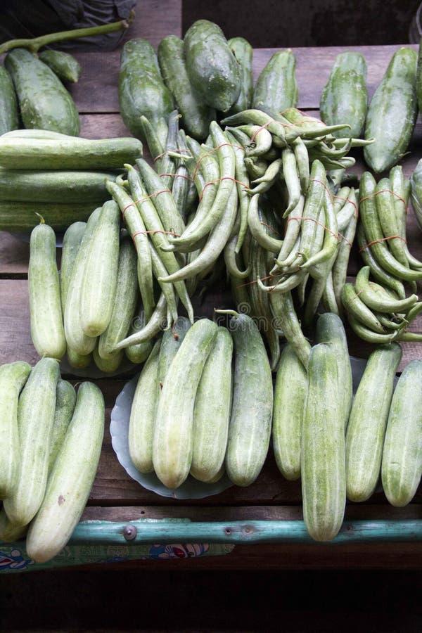 Овощ продавая в рынке стоковое изображение rf