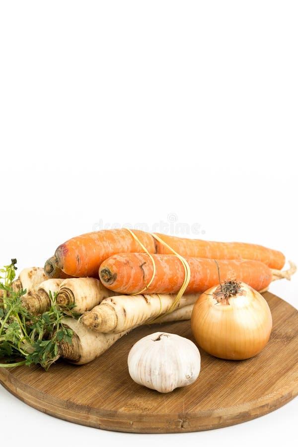 Овощ чеснока лука моркови пастернака для подготавливать отечественный суп стоковые изображения