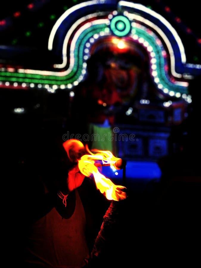 Огонь будет танцевать с воздухом стоковое фото rf