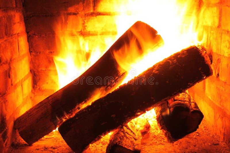 Огонь в горящем камине в конце-вверх зимы стоковое изображение