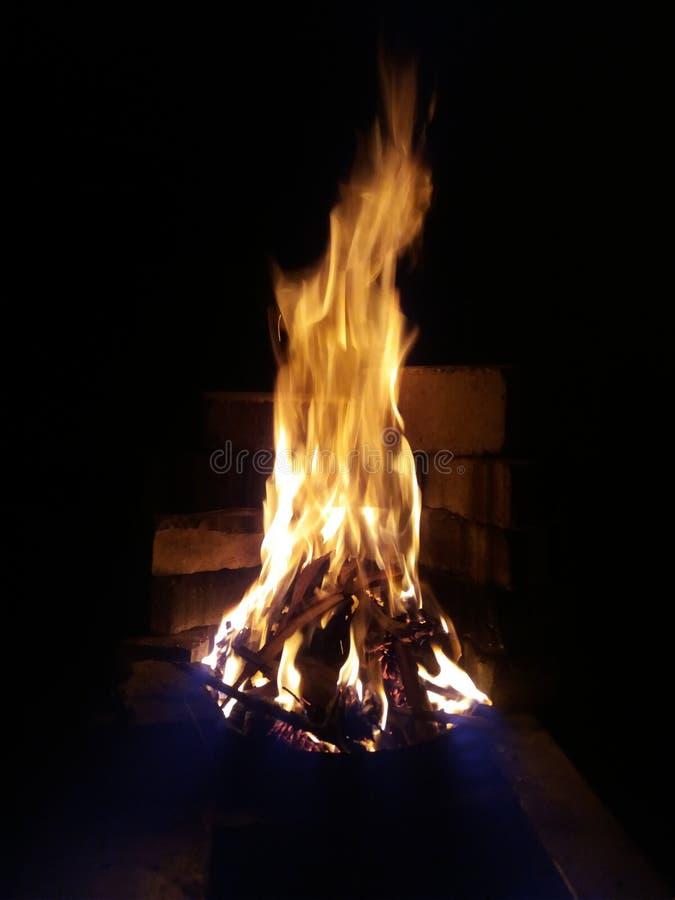 Огонь в яме стоковые изображения rf