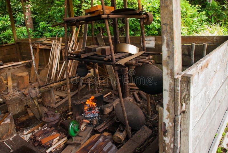 Огонь горит, жизнь местного Kuching к деревне культуры Саравака Малайзия стоковое изображение