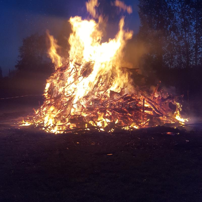 Огонь на огне стоковые фотографии rf