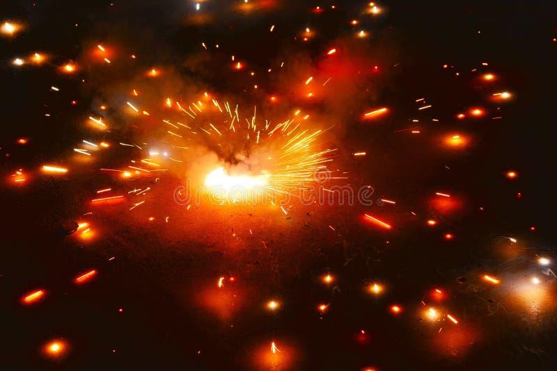 Огонь шутихи крестцов Asoka стоковое фото