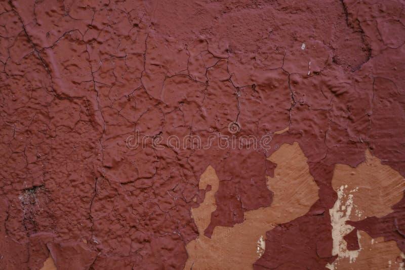 Огорченная красная стена гипсолита с треснутой поверхностной предпосылкой Grunge рамки стоковые фотографии rf
