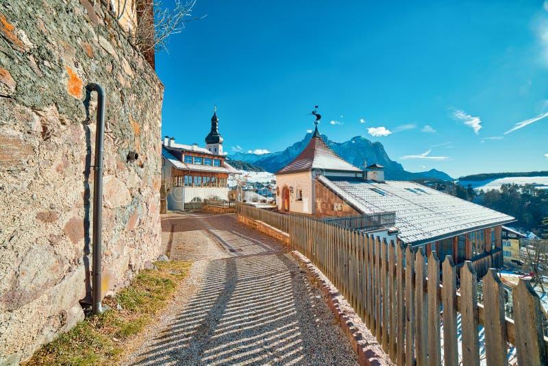 Ограженная дорога на итальянце Альп стоковое фото rf