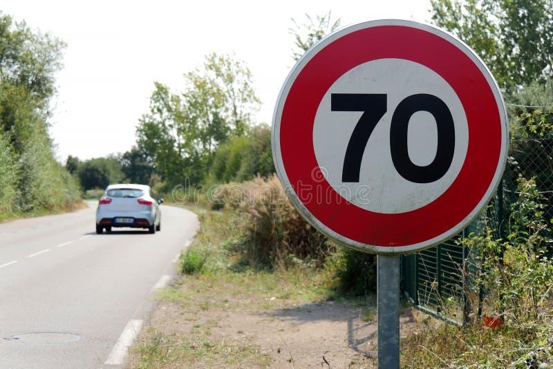 Ограничивайте скорость на 70 km/h на французских дорогах стоковые фото