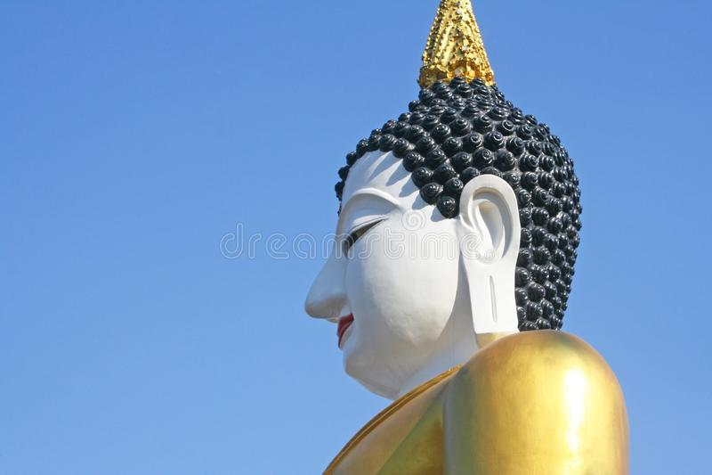 Огромное усаженное изображение Будды на rajamontean templein Чиангмае, Таиланде стоковые изображения rf