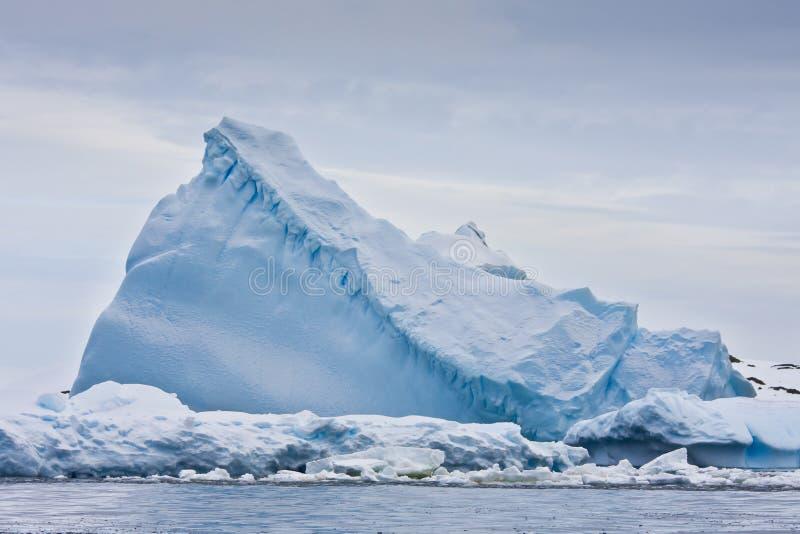 огромный айсберг стоковые фото