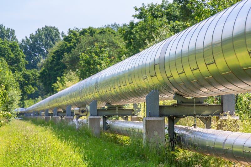 Огромный газопровод металла транспортируя газ стоковые фотографии rf
