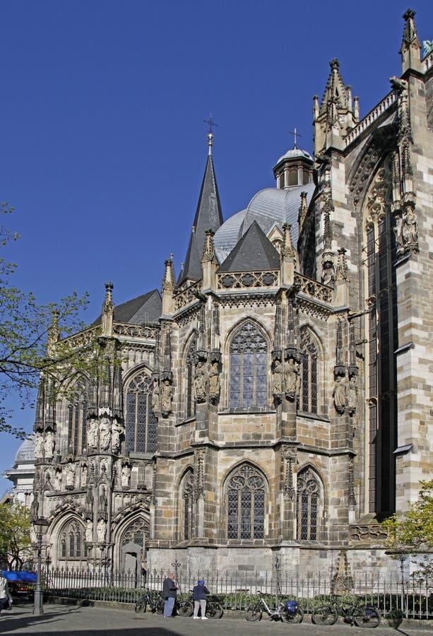 Огромный готический собор в немецком городе Аахен стоковые фотографии rf