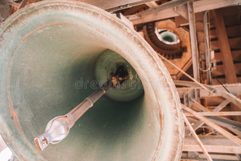 Огромный колокол на верхней части стоковое фото