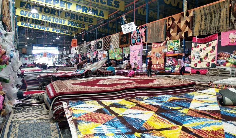 Огромный склад вполне декоративного ковра стоковое фото
