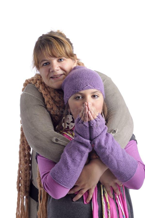 одевает зиму мати дочи стоковое фото