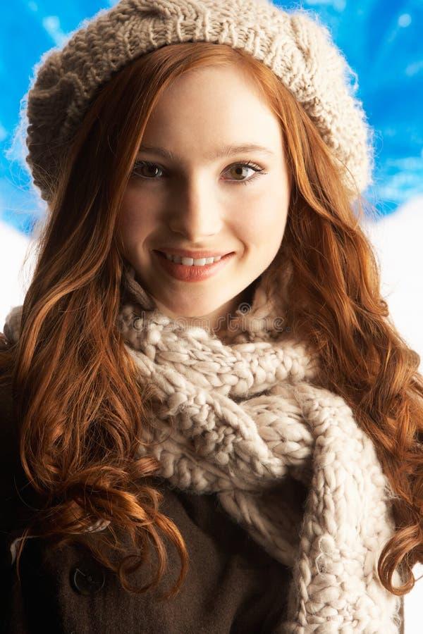 одевает зиму студии девушки подростковую нося стоковое фото rf