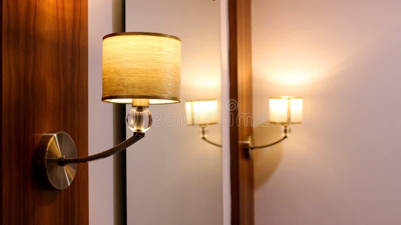 Одевать настольную лампу в курорте стоковые фотографии rf