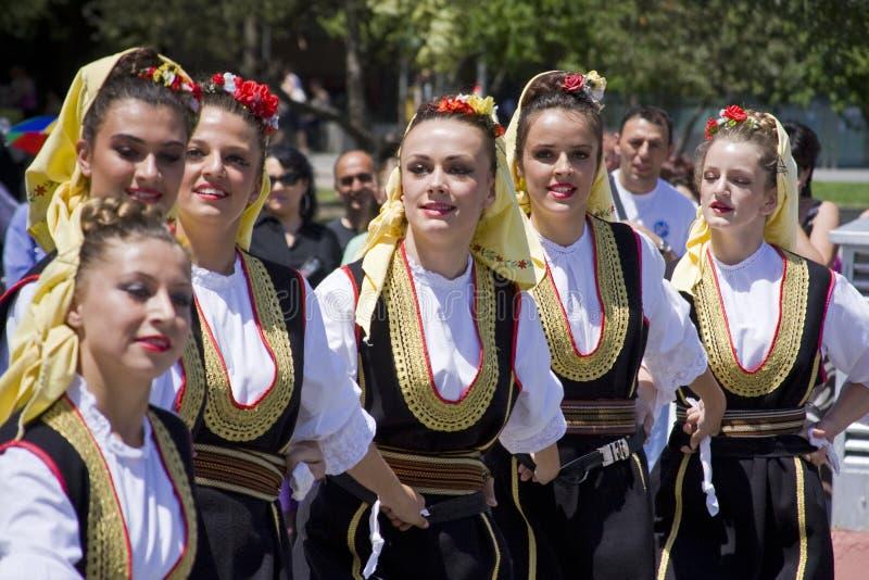 одевая детеныши этнических людей традиционные стоковое изображение rf