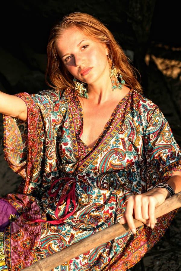 одевая этническая женщина стоковое изображение