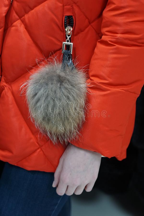 Одежда outerwear руки куртки кармана рукава клобука магазина бутика пальто воротника стоковое фото rf