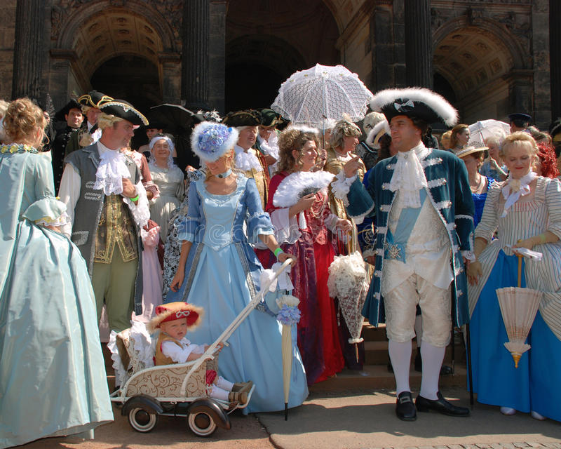 одежды собирают средневековые людей стоковое фото