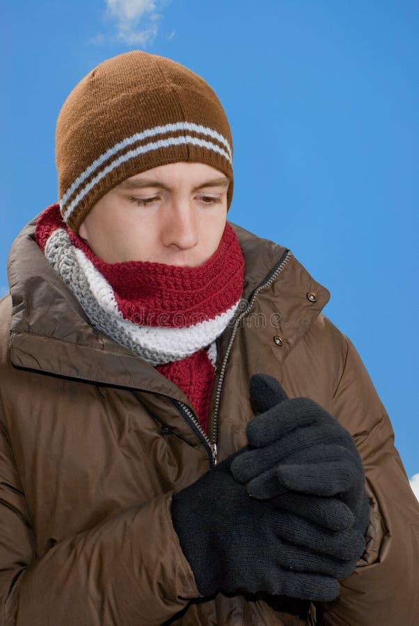 Download одетьнная зима стоковое фото. изображение насчитывающей зима - 6859360