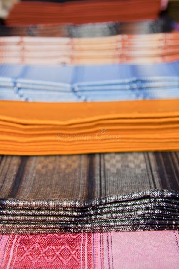 Одеяла Ecuadorian для сбывания в рынке Otavalo стоковое фото rf