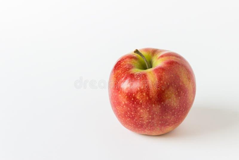 Одиночное красное яблоко стоковое фото rf