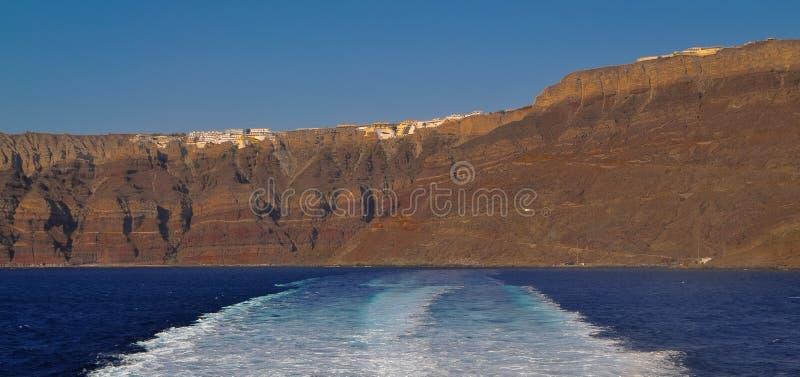 Один дезертированный берег в Santorini стоковые фотографии rf