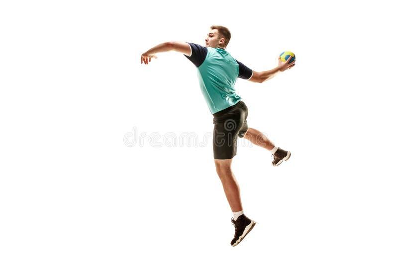 Один кавказский молодой человек как игрок гандбола на студии на белой предпосылке стоковые изображения