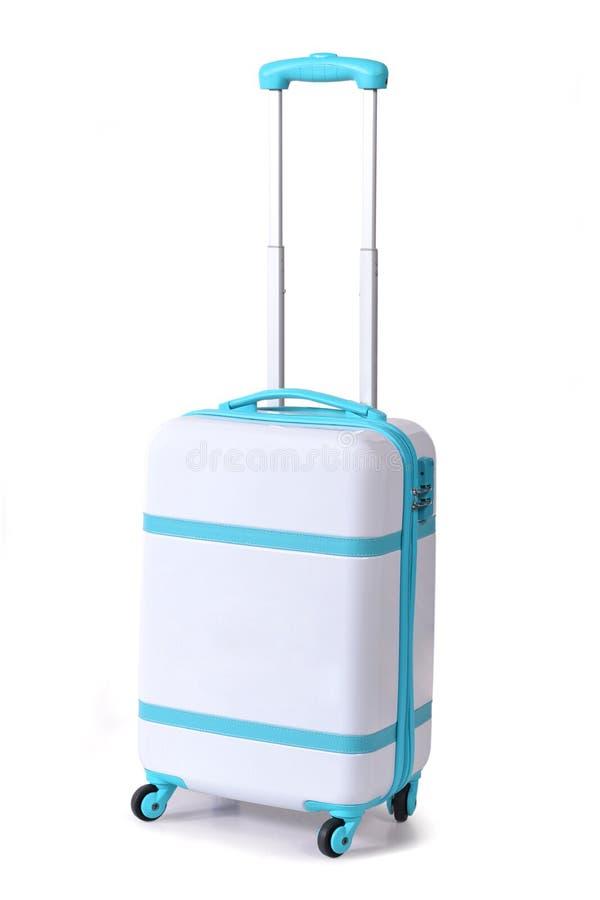 Один светлый - голубые чемодан для перемещения или светлый - голубой багаж, светлый - голубым стойка изолированная багажем самост стоковая фотография rf