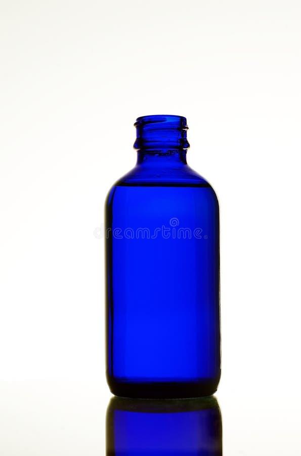 одна голубая стойка бутылки стоковое фото