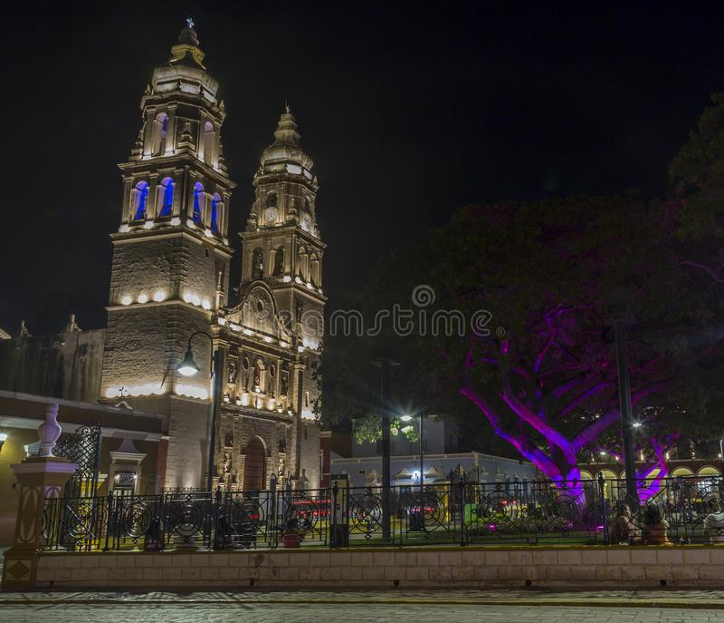 Одна из самых красивых привлекательностей в Кампече, свой собор, расположенный рядом с главной площадью, на 55th улице между 8 и стоковая фотография rf