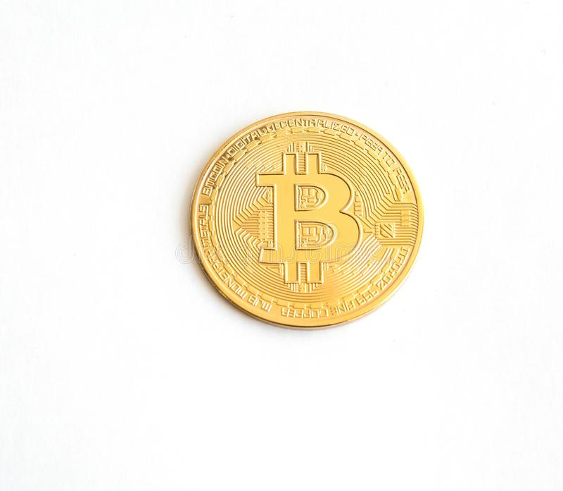 Одна монетка bitcoin изолированная на белой предпосылке - изображении стоковое изображение rf