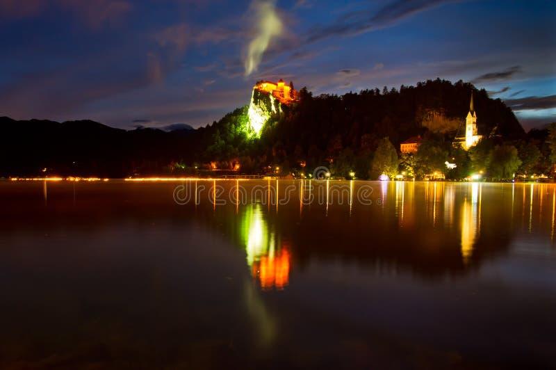 Одна ноча лета на кровоточенном озере стоковая фотография