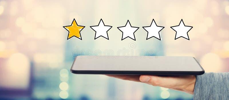 Одна оценка звезды с планшетом стоковые фотографии rf