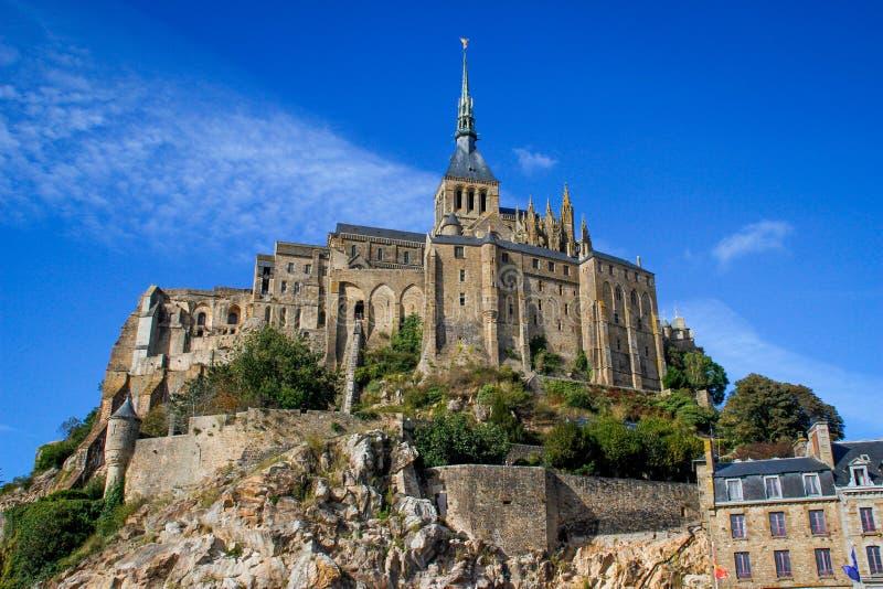 Одно из самых известных мест в великобританской Франции средневековое аббатство Святого Мишеля - монастыря стоковое изображение rf