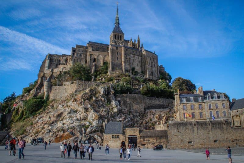 Одно из самых известных мест в великобританской Франции средневековое аббатство Святого Мишеля - монастыря стоковые фото