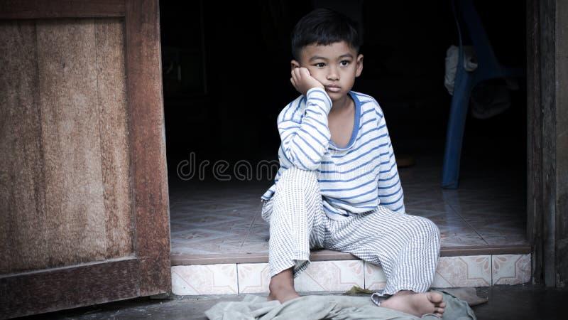 Одно плохого азиатского мальчика унылое стоковая фотография rf