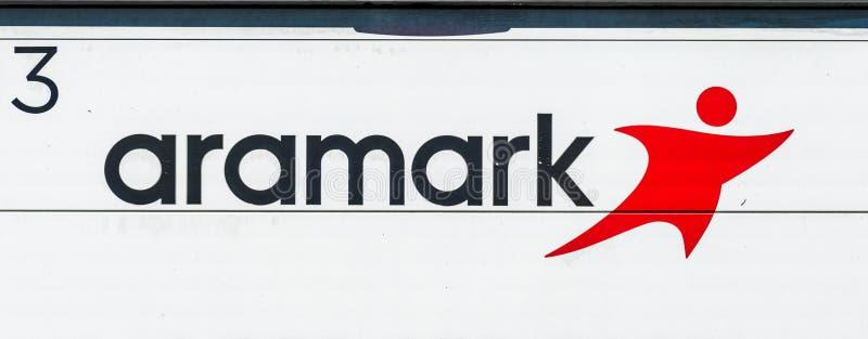 1-ое августа 2019 Sunnyvale/знак CA/США - Aramark показанный на одном из кораблей делая доставку; Aramark Корпорация стоковое изображение rf