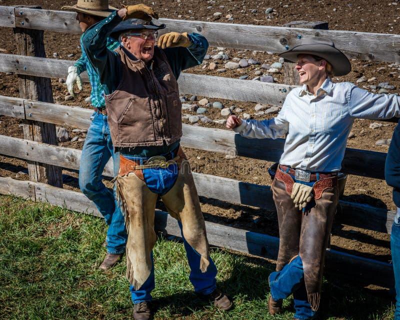 22-ОЕ АПРЕЛЯ 2017, RIDGWAY КОЛОРАДО: Предприниматель Vince Kotny ранчо говорит рассказ на его Centennial ранчо, Ridgway, Колорадо стоковые фото
