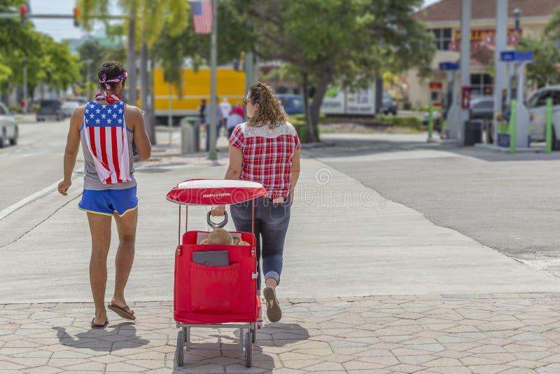4-ое из события в июле общественного, пляжа стоимости озера, Флориды, 4-ое июля 2019 стоковые изображения rf