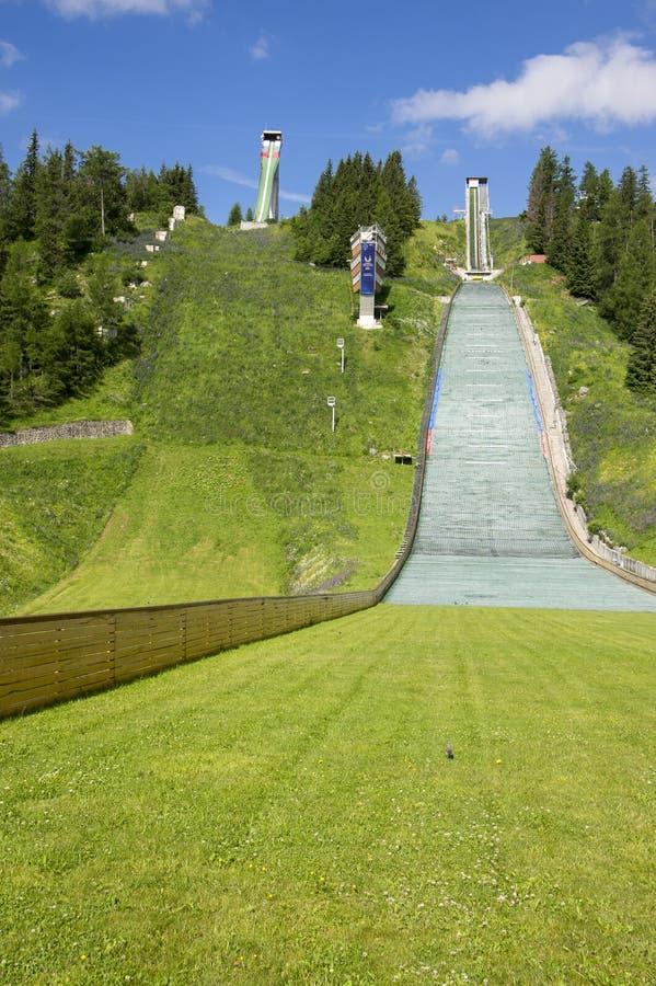 5-ое июля 2017, известные skijump холмы в Strbske Pleso покинули в сезоне лета, высоком Tatras, Словакии стоковое фото