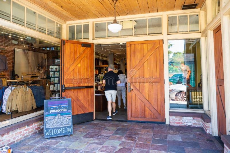 26-ое июля 2019 Пало-Альто/CA/США - вход к магазину Патагонии расположенному в городском Пало-Альто стоковое изображение