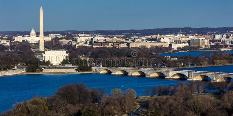 26-ОЕ МАРТА 2018 - АРЛИНГТОН, VA - МЫТЬЕ D C - Вид с воздуха Вашингтона d C от верхней части городка Вашингтон, национальный стоковое изображение rf