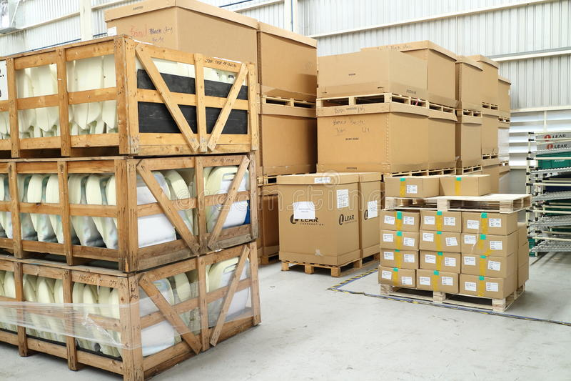 15-ое мая - 2016: Коробки склада фабрики стоковая фотография