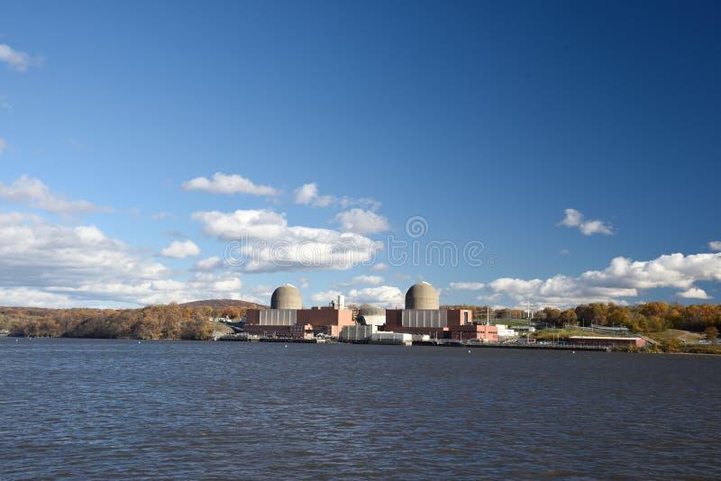 4-ое ноября 2018, Гудзон, Buchanan, штат Нью-Йорк Индийский центр энергии пункта атомная электростанция 3 блоков стоковое изображение