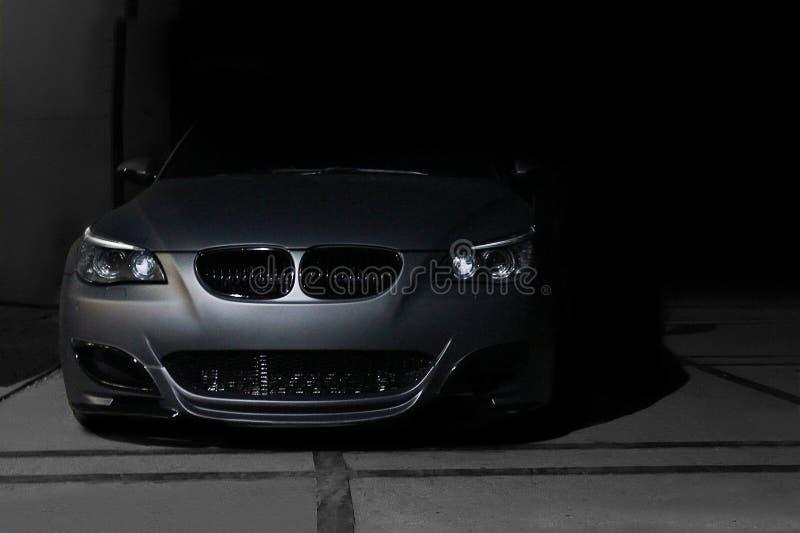 12-ое ноября 2013, Украина, Киев; Motorsport M5 E60 платины BMW speedway Автомобиль в тени стоковая фотография rf