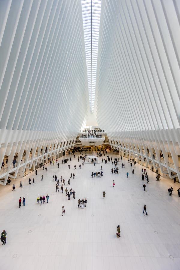 24-ое октября 2016, интерьер здания Oculus, главная зала нового Oculus, эпицентр деятельности транспорта всемирного торгового цен стоковые изображения rf