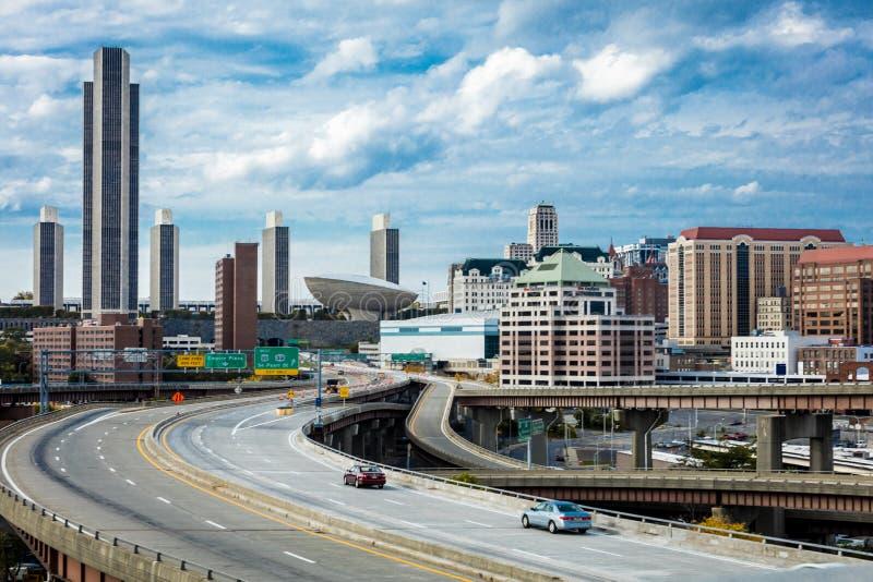 16-ое октября 2016, шоссе к Albany, капитолий штат Нью-Йорк, горизонт и здания правительства в октябре стоковые изображения rf
